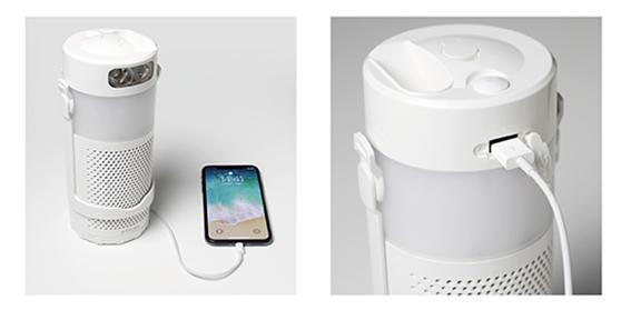 スマートフォンを充電している「マグネ充電器」(写真提供:STAYERホールディングス)
