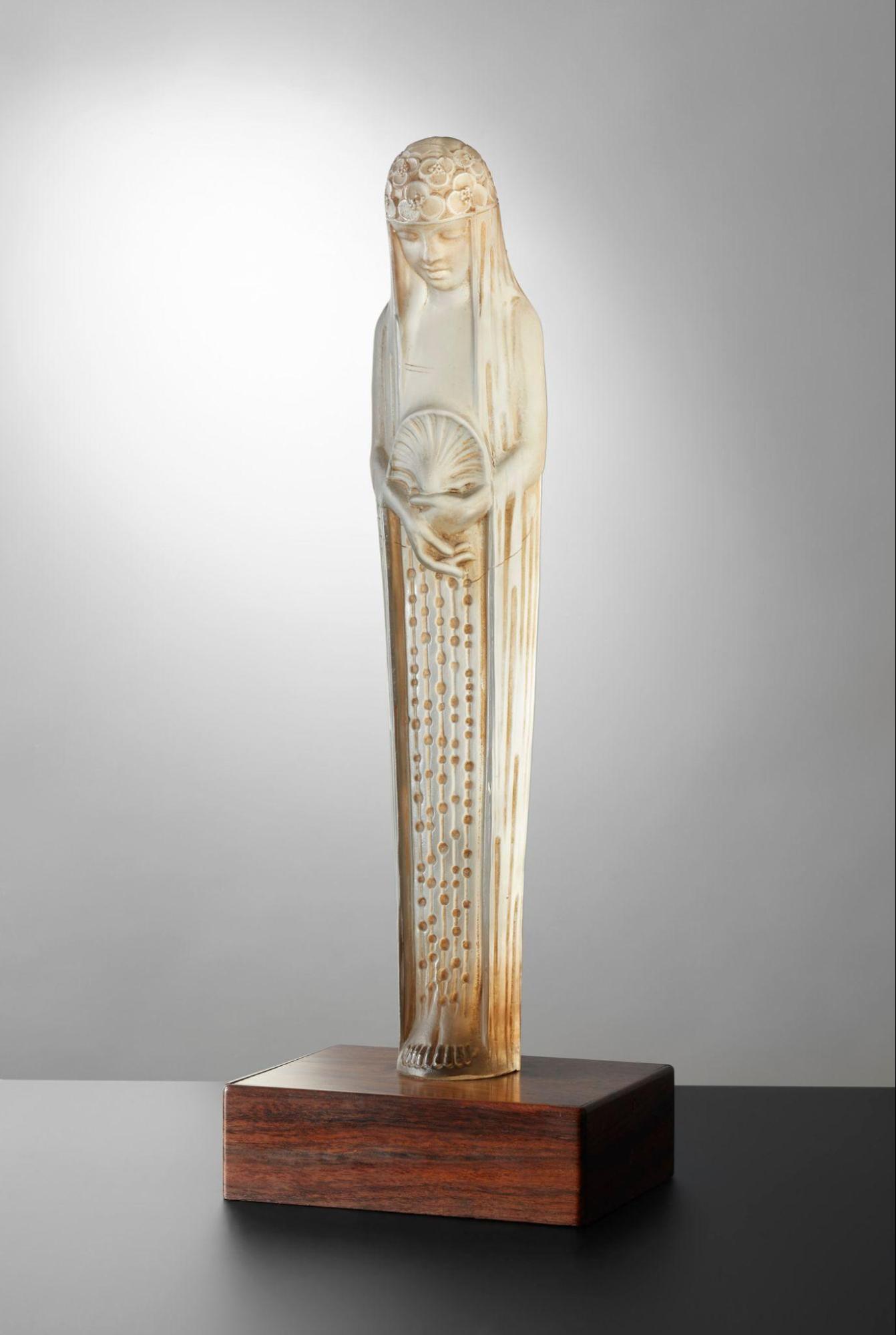 彫像「泉の精ガラテ」1924年