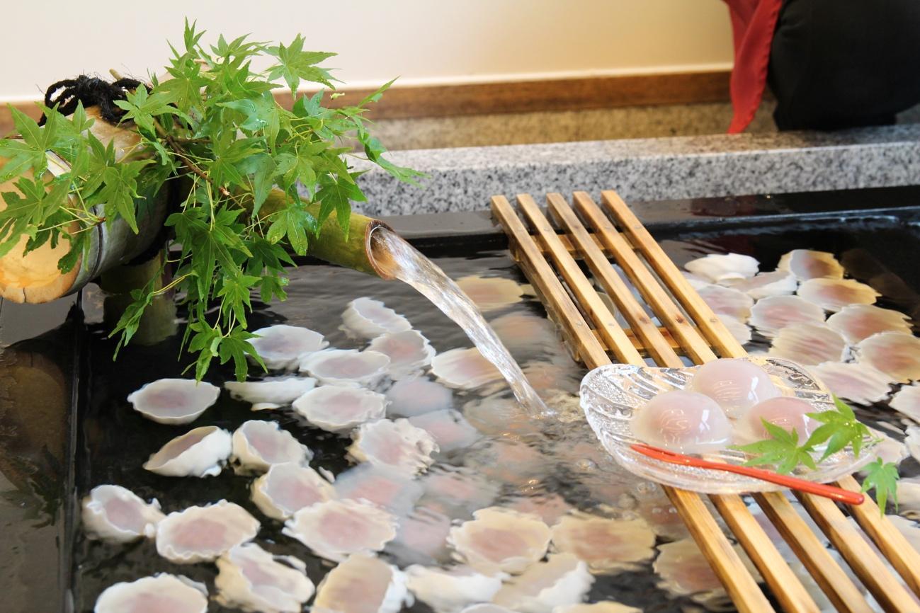 アイキャッチ:くずまんじゅうは水が命!福井の銘菓を生んだ湧水「雲城水」とは …