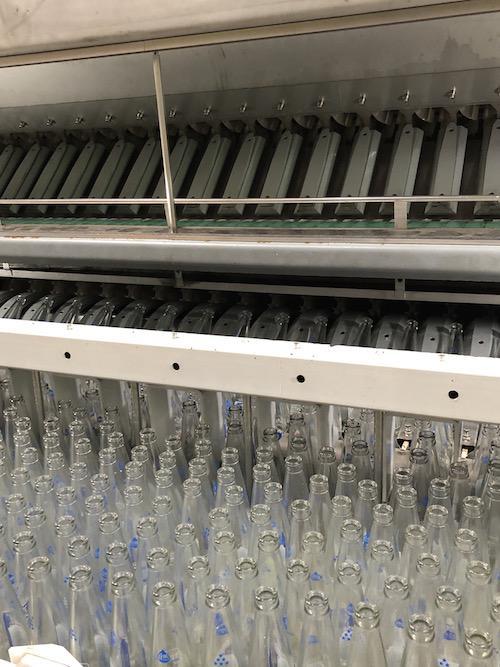 洗浄して再利用されるリターナブル瓶