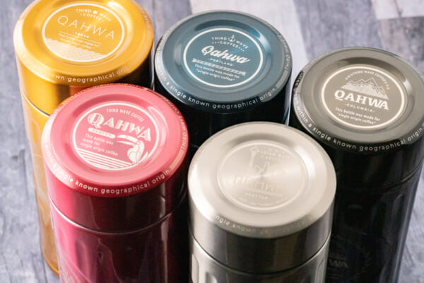 5色それぞれにコーヒーにゆかりのあるエリアを刻印した様子