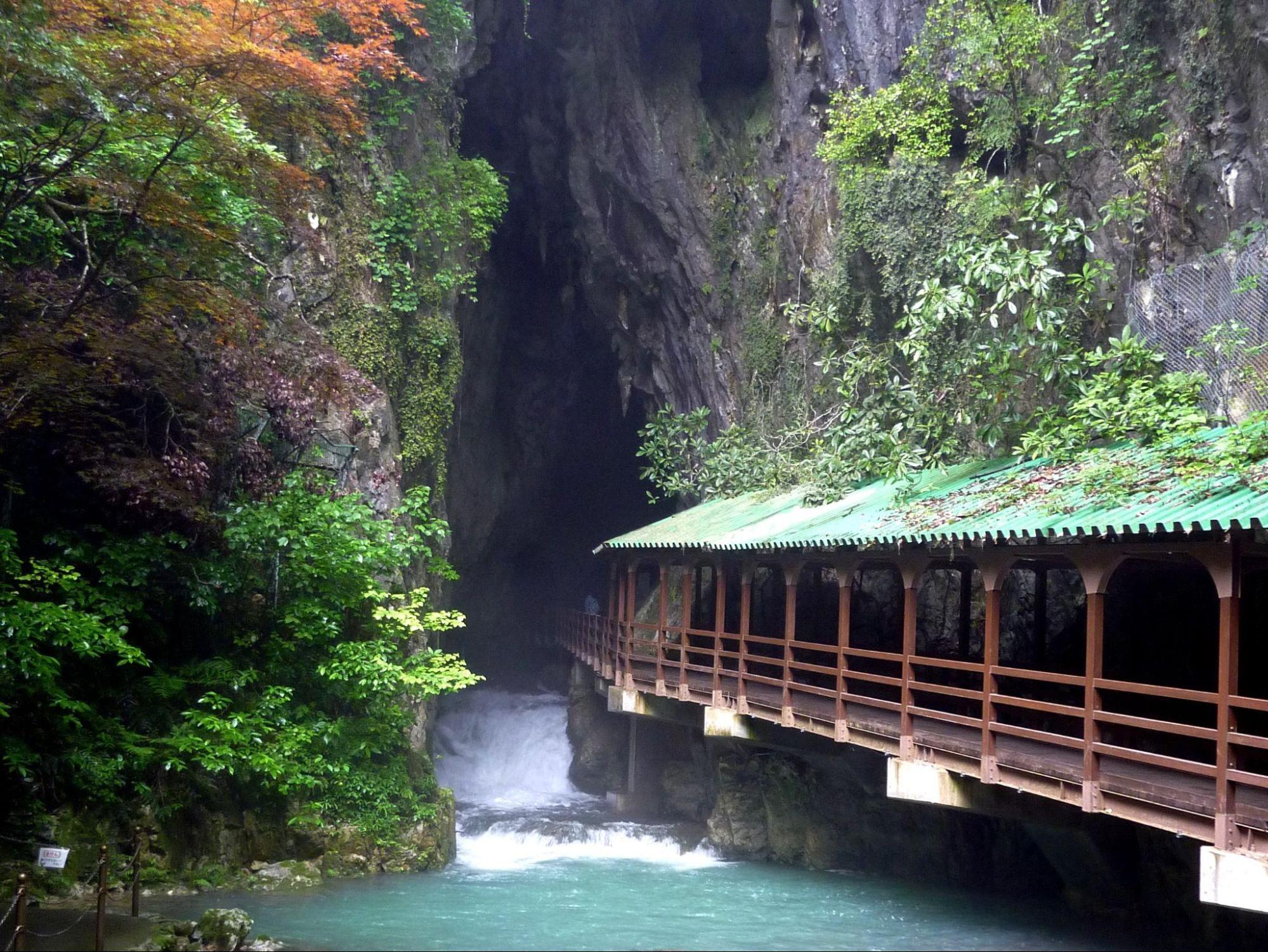 アイキャッチ:美しい水と歴史ある絶景を巡る。山口県美祢市の新たな魅力に出会 …