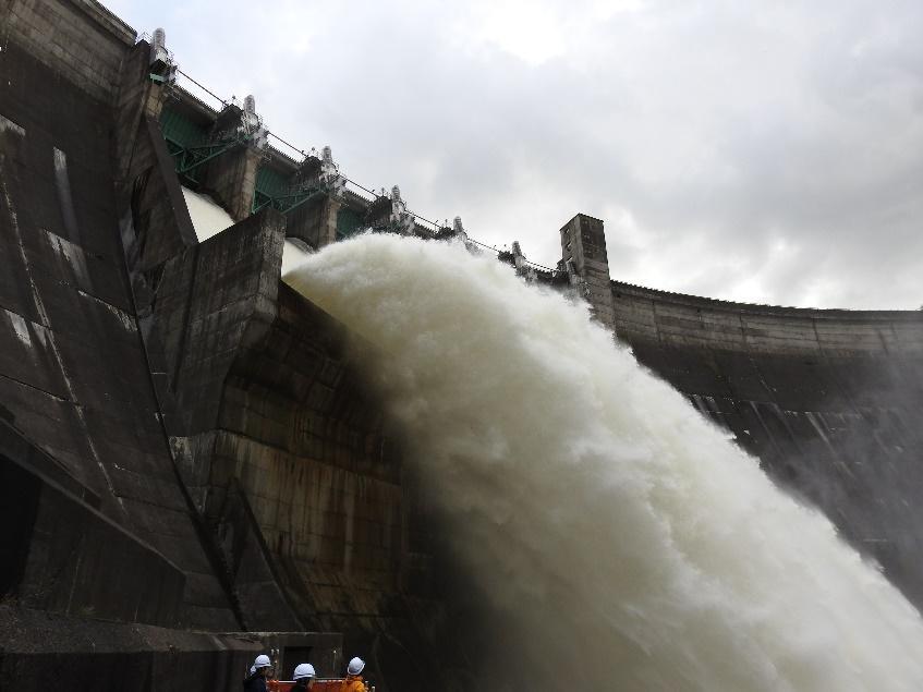 """アイキャッチ:東北最大の河川""""北上川""""流域のヒトと環境を守り、育む。ダムの …"""
