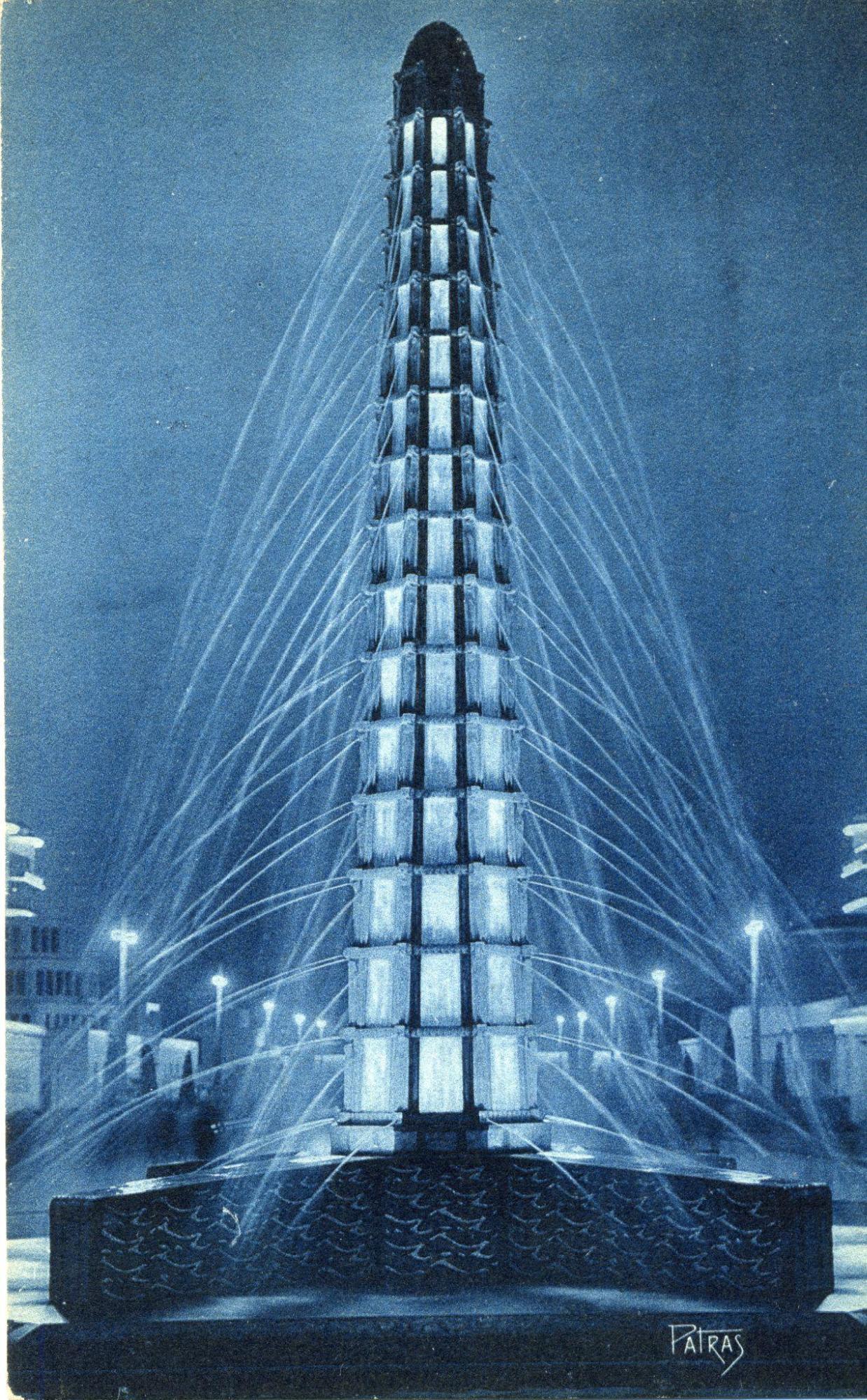 噴水塔「フランスの水源」ライトアップの様子